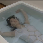 ロリ系女子のお風呂での水責め呼吸制御シーンは必見